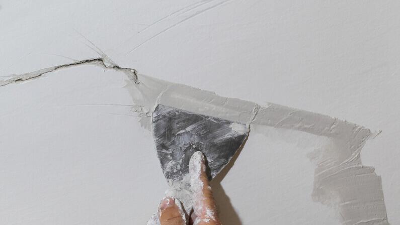 repairing cracks stucco